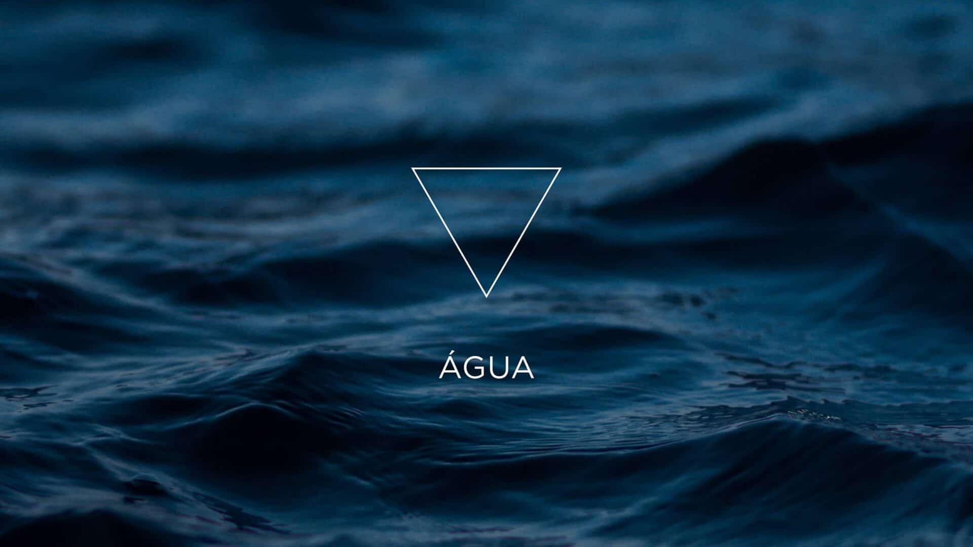 Pequenas ondas no mar e o símbolo do elemento Água